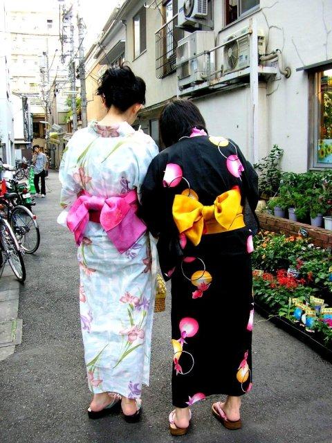 Freundinnen im Kimono